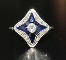 Art Deco model ring in 18 kt grey gold decorated with diamonds in pavé and calibrated sapphires in the shape of a star - No reserve price