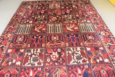 Persian rug, Bakhtiari nomads - 305 x 205 cm - with certificate of authenticity.