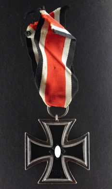 Iron Cross 2nd Class WW2 3rd Reich, Germany with Manufacturer's Mark 26, rare