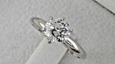 1.01 ct E/VS1 round diamond ring made of 14 kt white gold - size 6