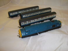 Hornby 00 - R751/628/722/723 - Class 37 diesel locomotive and 3x Passenger coaches of the BR