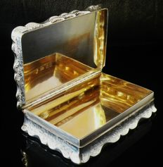 An Edward VII silver table top snuff box with mark of Leopold Ltd, London - 1908