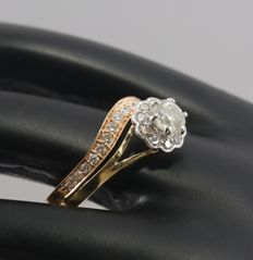 Set of 2 - 18 kt/750 Yellow Gold and Rose Gold Center Solitaire Diamond ring 0.50 ct. with Accent Diamonds of 0.48 ct - Ring Size 53/17