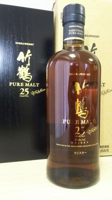 Nikka Taketsuru Pure Malt 25 Years with Wooden Box