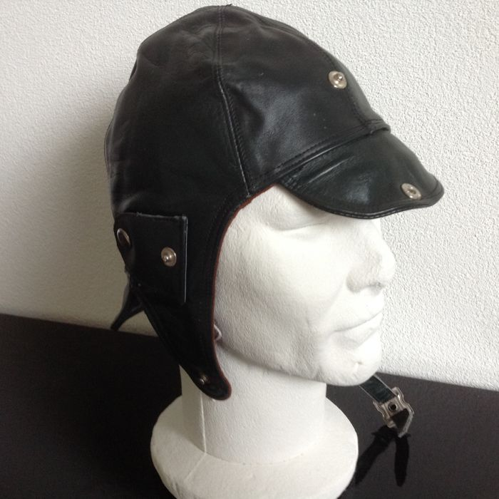 LEATHER DRIVING / FLYING HELMET  Brown   Size 54 cm. New from Old stock  never used