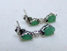 Ladies earrings, white gold with 1.2 ct emeralds and diamonds