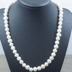 18 kt gold – cultured pearl necklace – 47 cm