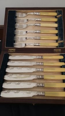 antique victorian silver plated cutlery set 6 knives & 6 forks in original mahogany  quality wood box.