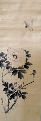 Fine detailed painting on silk of a sparrow and peony, signed and sealed - Japan - ca. 1900