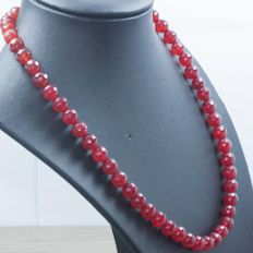 18 kt gold necklace with faceted ruby – Length 47 cm