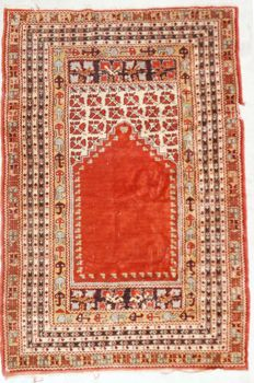 Hand-knotted Perian prayer rug, 190 x 127 cm.