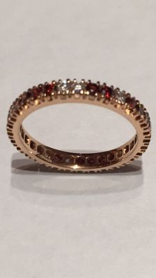 18 kt rose gold ring with white and coloured diamonds. Size 14