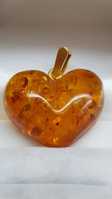 baltic amber heart with 14 kt yellow gold bail, height pendant 21 mm.