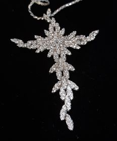 White gold pendant (18 kt) with diamonds (2 ct) – 60 x 40 mm