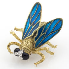 Gold brooch in fly shape, enamel wings, synthetic eyes and antennas with diamonds