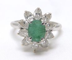White gold cocktail ring with natural 0.92 ct emerald and ten oval diamonds of 1.00 ct  (H–I/SI).