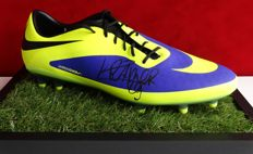 Michiel Kramer original autographed Nike soccer shoe + Certificate of Authenticity and EXACT photo evidence