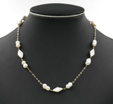 18 kt yellow gold choker with baroque pearls. Length: 48 cm