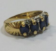 Gold ring with sapphires and diamonds – Low reserve price