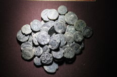 Roman Empire – Lot of 53 ancient coins. Most of the 3rd century following the Roman Empire. Some of the high empire.