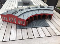 Märklin H0 - 72881 - 2 x locomotive shed suitable for 6 locomotives, with lighting and matching turntable 7286