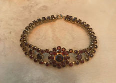 Vintage bracelet with Bohemian garnets, made of 333/8 kt gold, antique, circa 1950