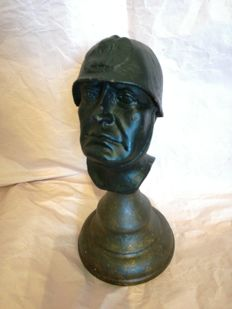 Mussolini half-bust statue, ca. 1950 in excellent condition