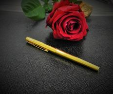 Parker. Golden fountain pen with indoor filling system
