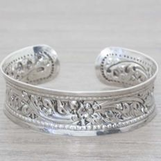 Rigid Balinese design cuff bracelet in 925/1,000 silver – Length: 18-21 cm – no reserve