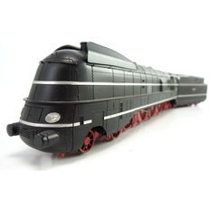 Brawa H0 - 0630 - Streamlined express train locomotive with trailing tender BR 06 of the DRG