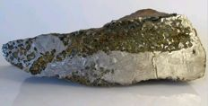 Meteorite Pallasita Seymchan. 9.980 grams, XL. Spectacular cut with precious olivines and fusion crust. MUSEUM QUALITY