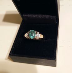 Gold (10 kt) and emerald ring - No reserve