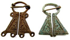 Very Fine Selection of 2 medieval, Viking bronze penannular omega brooches - 54 - 57 mm (2)