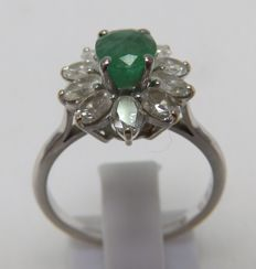 White gold ring with natural 0.92 ct emerald and ten oval 1.00 ct diamonds.  (H-I/SI).