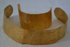 Pre Colombian - Crown and bracelet - Tumbaga gold