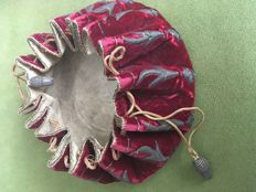 Pouch in red velvet decorated with silver thread, France, 17th century