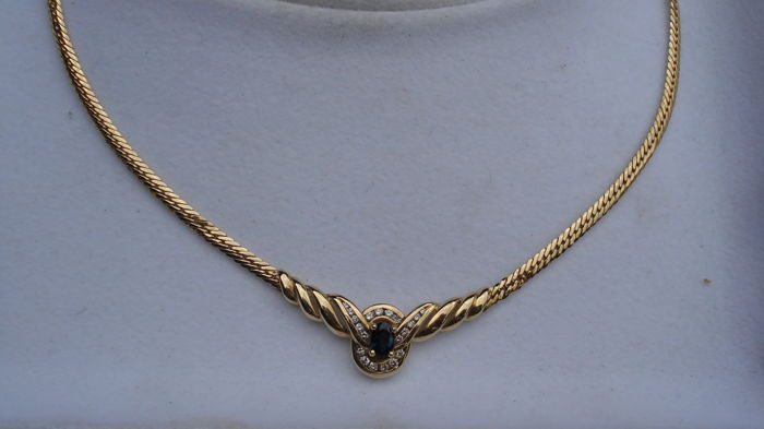 14 kt gold necklace with an oval sapphire and diamonds, length: 40 cm