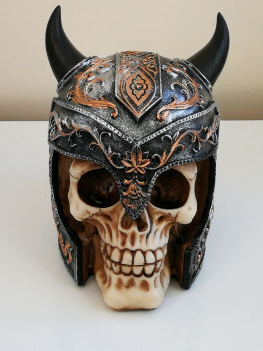 Ivorine resin hard skull with hand painted Vighingo helmet - Germany - XX century