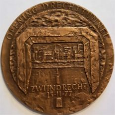 The Netherlands – Various medals of the Royal Family and commemorative medals (5 different ones) – bronze