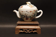 'Famille rose' teapot – China – 19th century