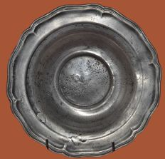 Plate in curved pewter - France - circa 1850