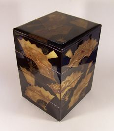 A large lacquer ware ('urushi-nuri') lunch box ('jubako') - Japan - first half 19th century (Edo period)