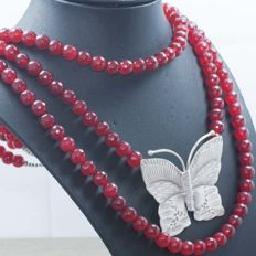 925/1000 silver - Necklace made of 3 turns of faceted rubies with butterfly, totalling 510.40 ct - No reserve.