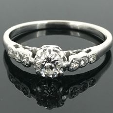 18 kt gold cocktail ring set with natural diamonds totalling 0.40 ct. No minimum price.