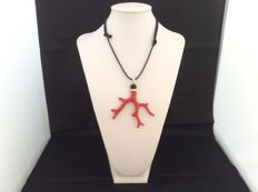 Pendant in red Mediterranean coral with onyx and 18 kt gold + Waxed cotton cord