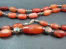 An Indo Tibetain Intaglio Carnelian beaded necklace - Himalayan region - 2nd half of the 20th century.