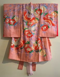 "Antique silk child's kimom ""Miyamairi"" including silk inner-kimono, hand-painted and embroidered  - Japan - First half of the 20th century"