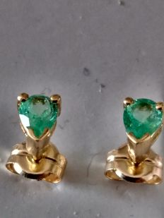 Emerald and 18 kt gold earrings