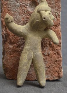 Pre Colombian earthenware sculpture/flute, representing a ball player - 12.8 cm