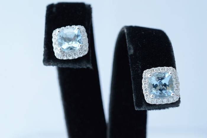 Set of entourage earrings with topaz and diamonds - 18 karat - 10–11 mm